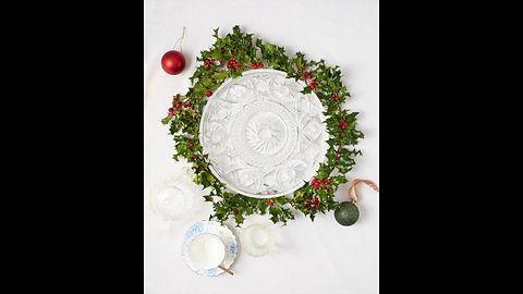 Christmas Cookie Wreath ((Food Stylist : Sonali Shah / Prop Stylist : Cassie Durnell / Photograper : Rosie Alsop)