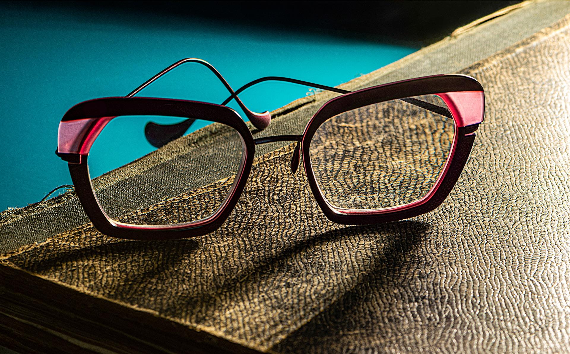 eyeglasses-4751335_1920.jpg