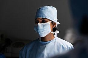 surgeon-wearing-face-mask_720x.jpg