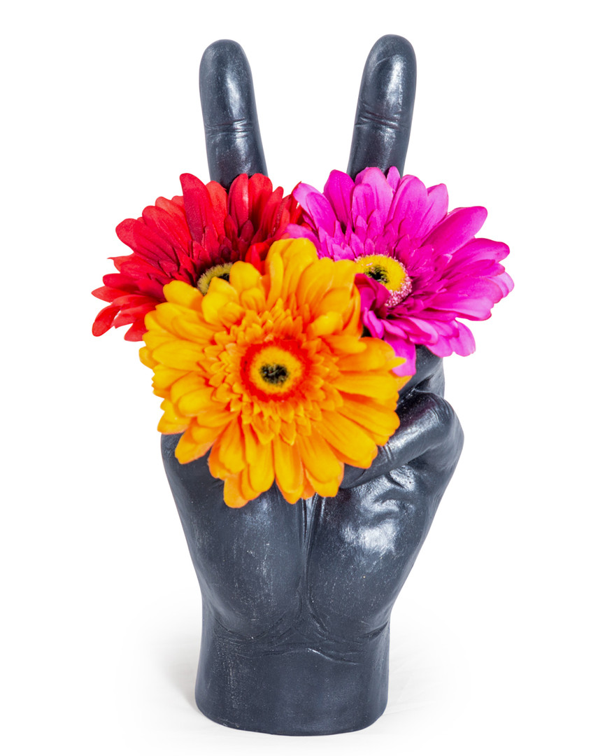Large_Peace_Hand_Vase_Black_01..jpg