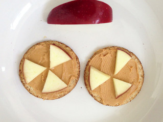 #Sugarfreeseptember Oatcakes with peanut butter and apple
