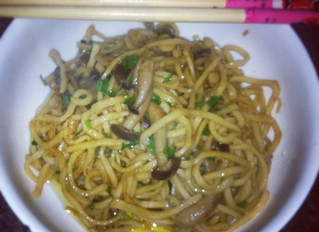 Noodles with shimenji mushrooms