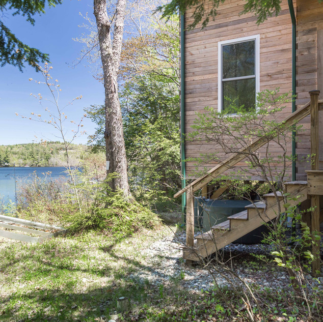 High-performance lakeside cottage