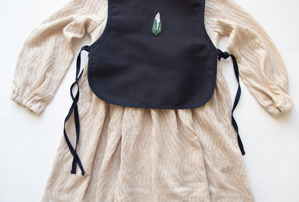 Романтична бежева сукня з синім або бежевим фартушком