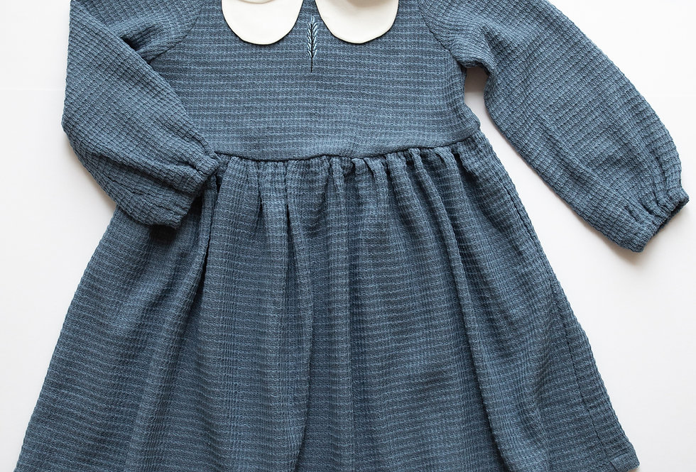 Романтична блакитна сукня з комірцем