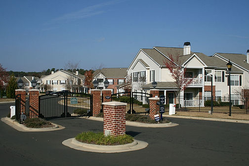 1200px-2008-11-20_North_Pointe_Commons_f