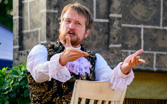 Chris in currently on tour in Much Ado About Nothing with Illyria Theatre
