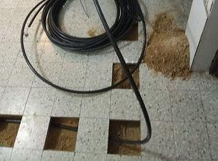 התקנת צינור בדירה מתחת למרצפות