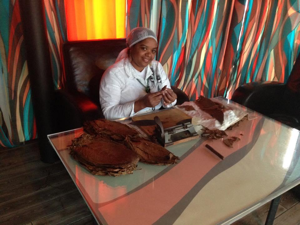 Сигарное шоу с кубинским мулатки (6)