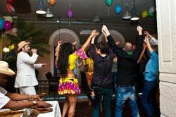 Сигарное шоу с музыкантов и танцоров (30)