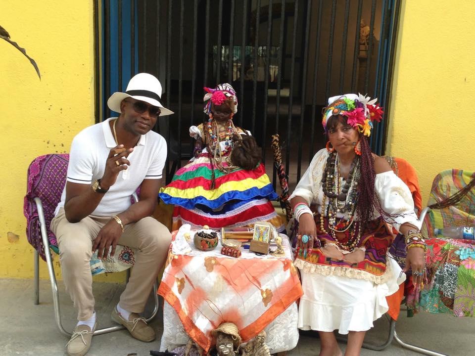 Сигарное шоу с музыкантов и танцоров (40)