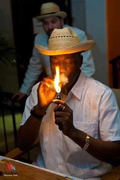 Сигарное шоу с музыкантов и танцоров (36)