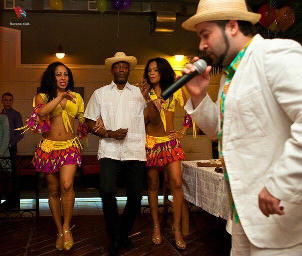 Сигарное шоу с музыкантов и танцоров (1)
