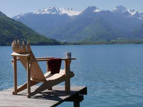 Fauteuil Adironspats entre lac et montagnes
