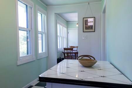 kitchentable1511yale.jpg