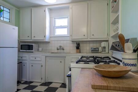 kitchen1511yale.jpg