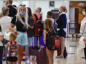 Russian tourists return to Turkish resort after flights resume