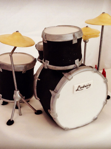 3D scuplted Ludwig Drum Kit cake with Mini-drum cakes and handmade decorations
