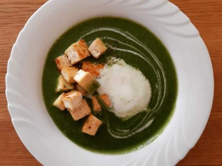 Brennnesselsuppe mit Tofu