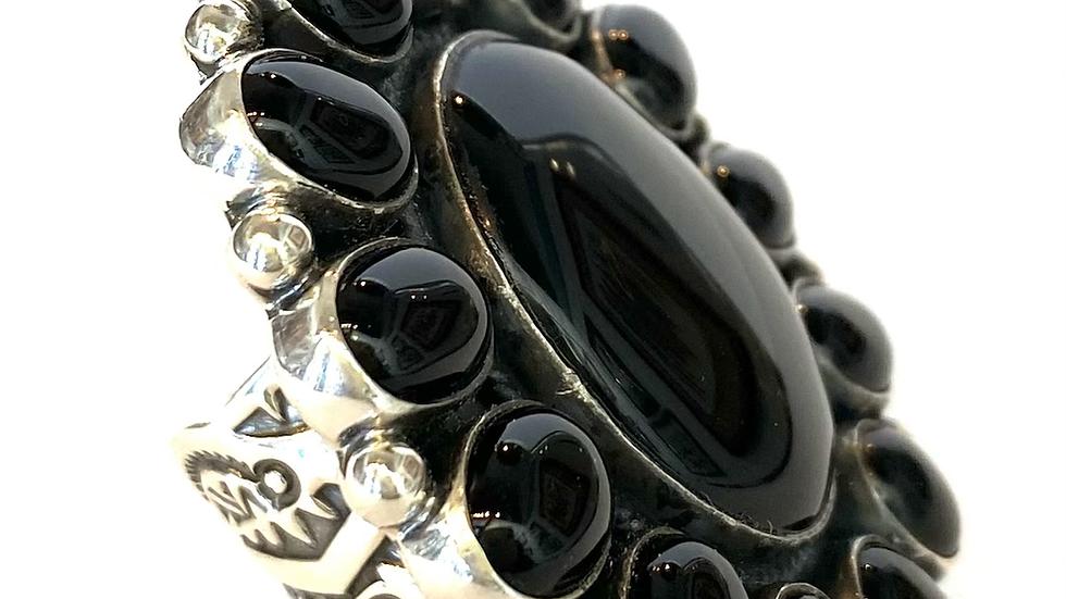 Black jet cluster ring
