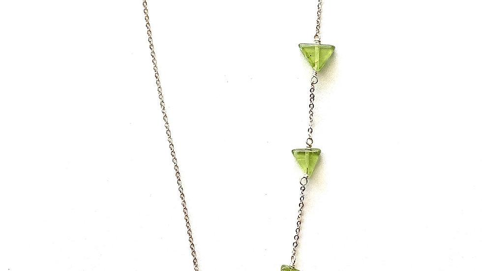 3 peridot stone necklace