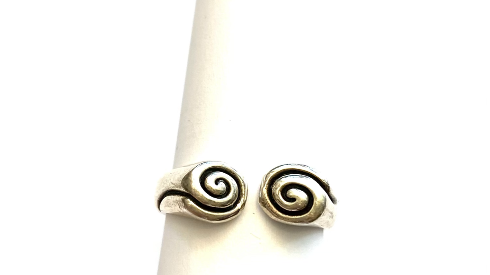 Silver twirling ring