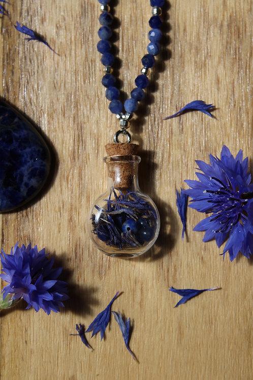 Collier de la sorcière ~ Sodalite et bleuet ~