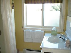 bay breeze bathroom showwer bath sin