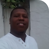 Perfil do Tata Kasulembe homem negro trajando camisa branca
