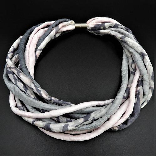 Seidenschnurkette grau/rosa 57cm