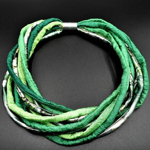 Collana in fili di seta verde 57cm