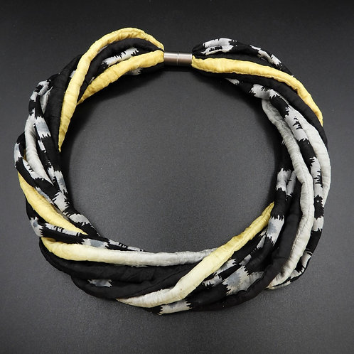 Seidenschnurkette  schwarz/gelb 57cm