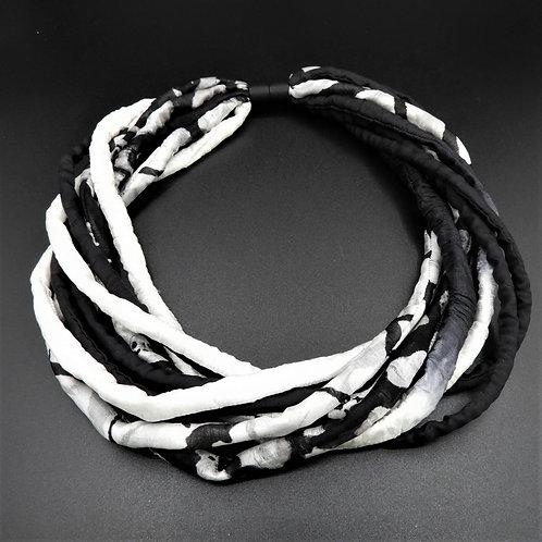 Seidenschnurkette schwarz/weiss 57cm
