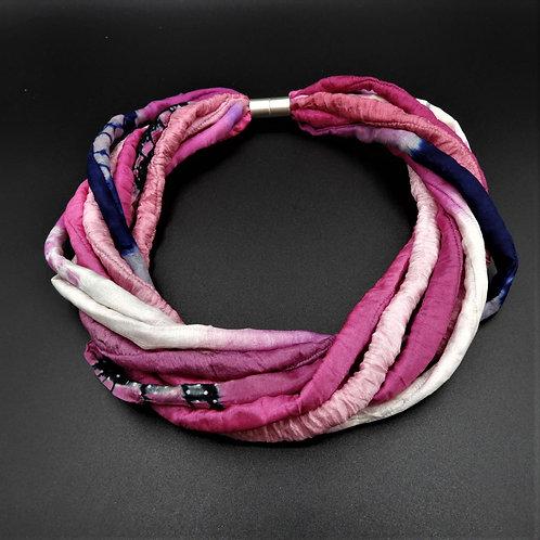 Collana in fili di seta fuchsia 54cm