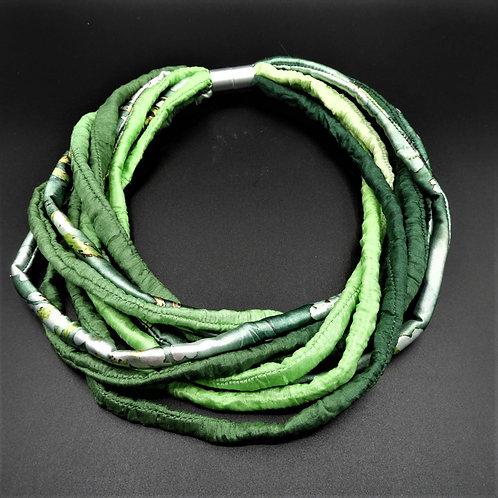 Collana in fili di seta verde 58cm