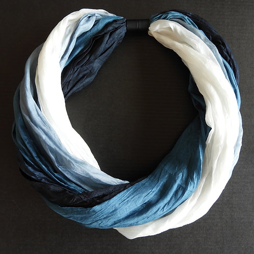 Collana di seta Bianco-Nero-Blu/Petrolio