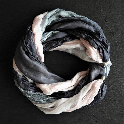 Collana lunga di seta Rosa-Grigio-Grigio scuro