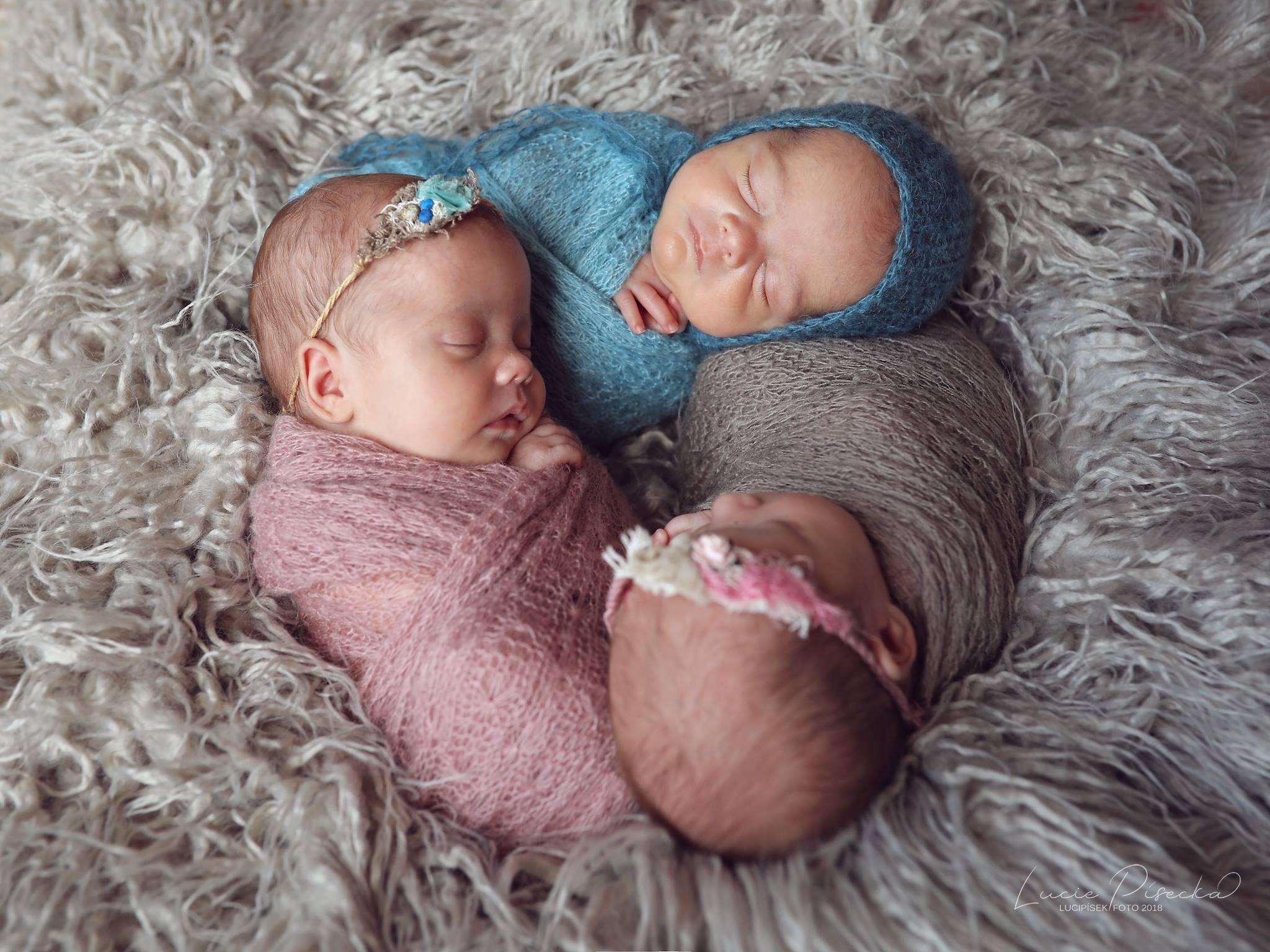 newborn triplets trojcata