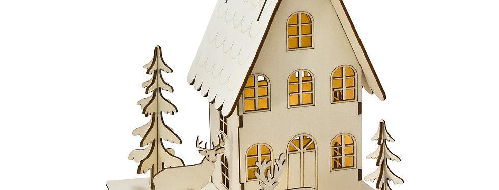 Træ julehytte med rensdyr og juletræer