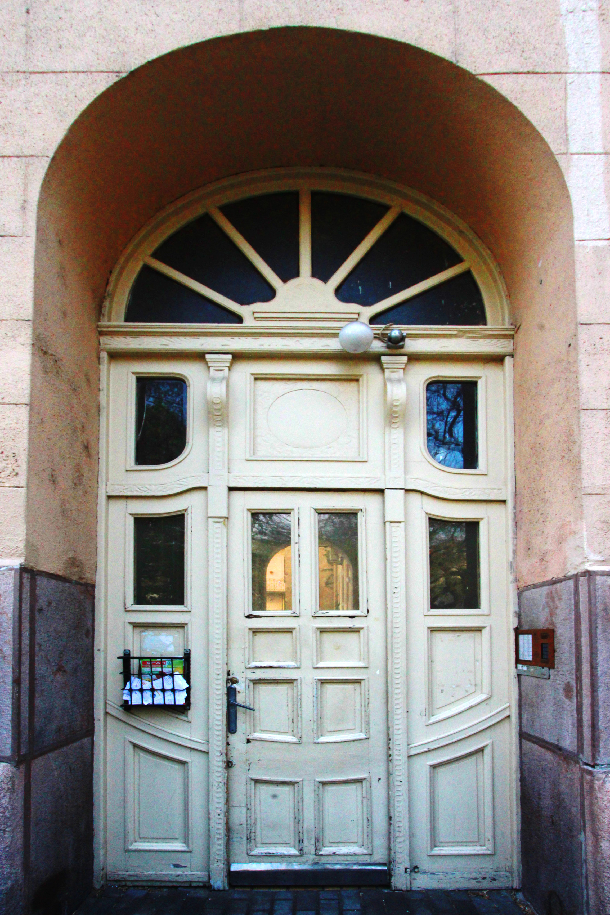 Az 1911-ben épült szecessziós épület kapuja, csodálatos munka..