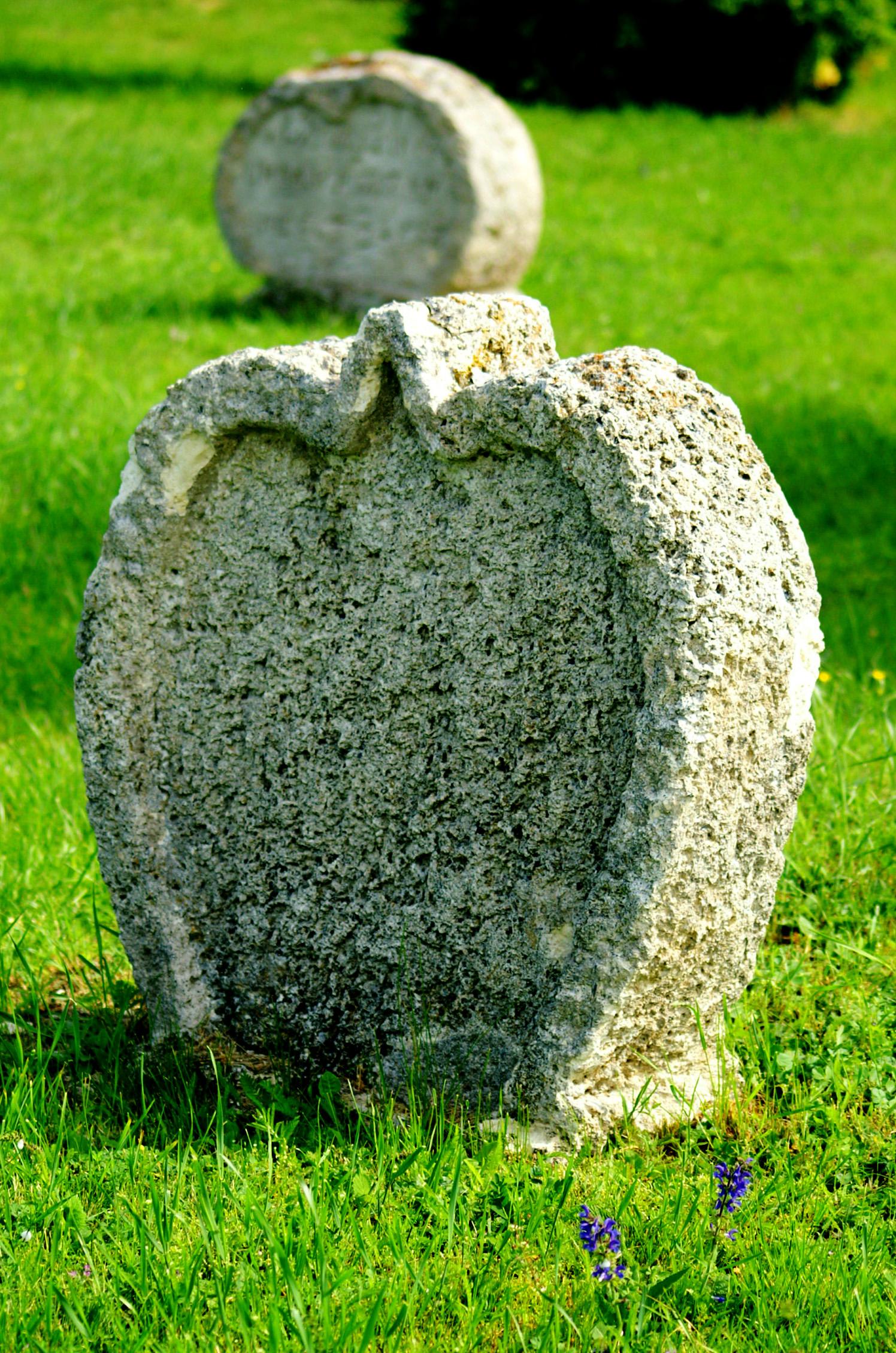 Szív alakú sírkövek - Balatonudvari