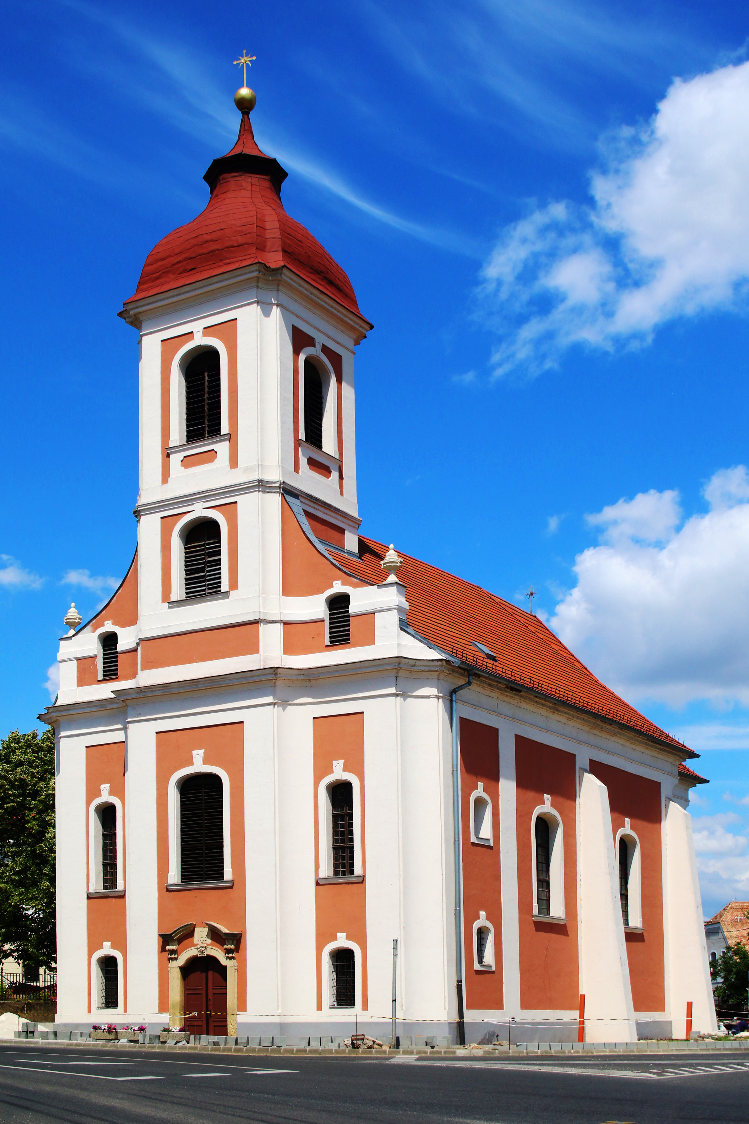 A barokk korabeli Szent Ignác templom Balatonalmádiban