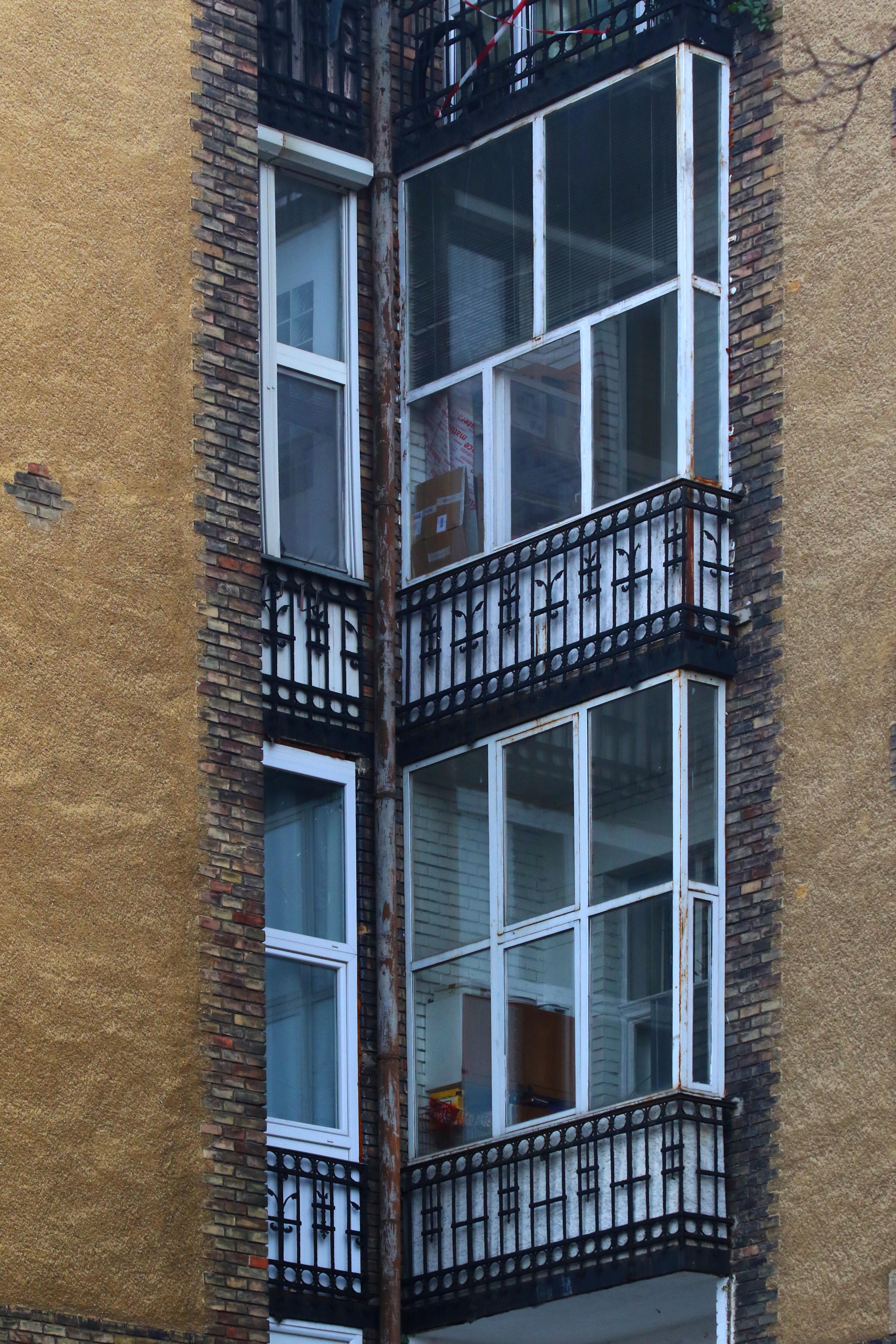 Ganz-MÁVAG kolónia, beépített erkélyekkel