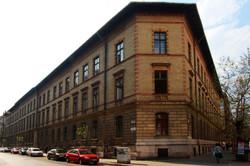 Az egyik ferencvárosi általános iskola, ahova József Attila járt.