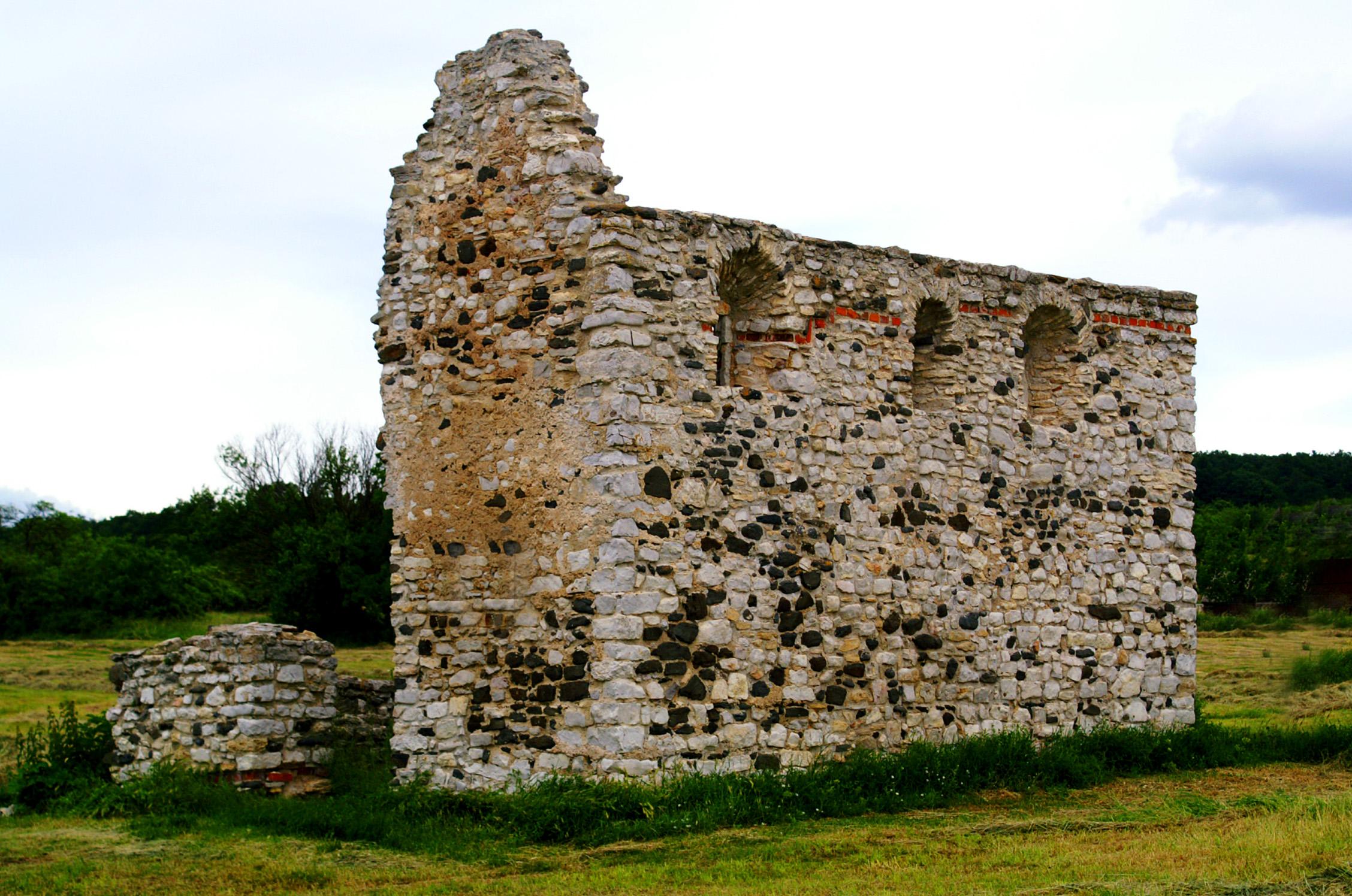 Kisdörgicsei román kori templom