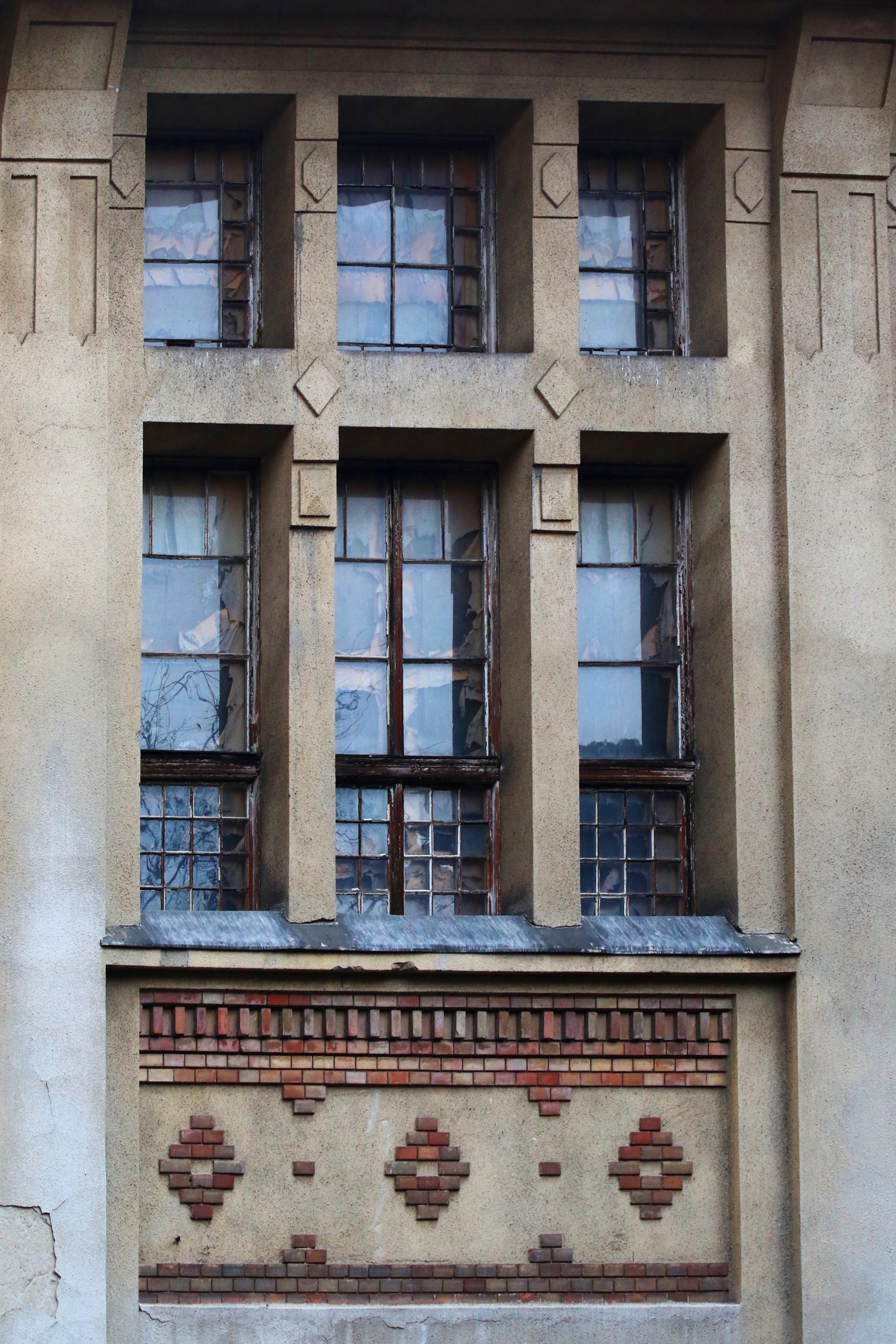 Ganz-MÁVAG kolónia, az 1315 nm-es terem egyik ablaka