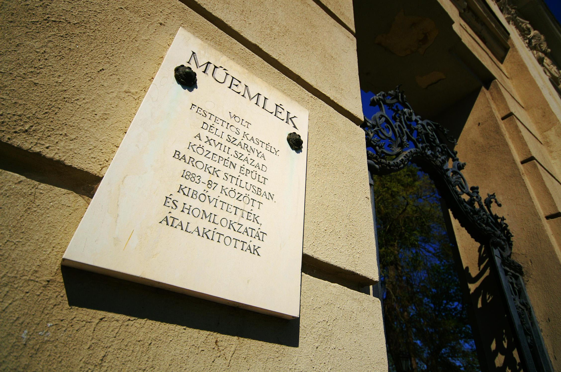 Keszthely, Festetics-kastély bejárat
