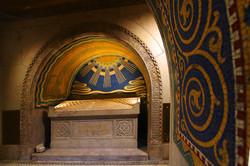 Kossuth mauzóleum kívülről, belülről