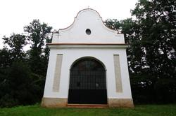 A barnagi kálvária stációinak végén található kápolnája