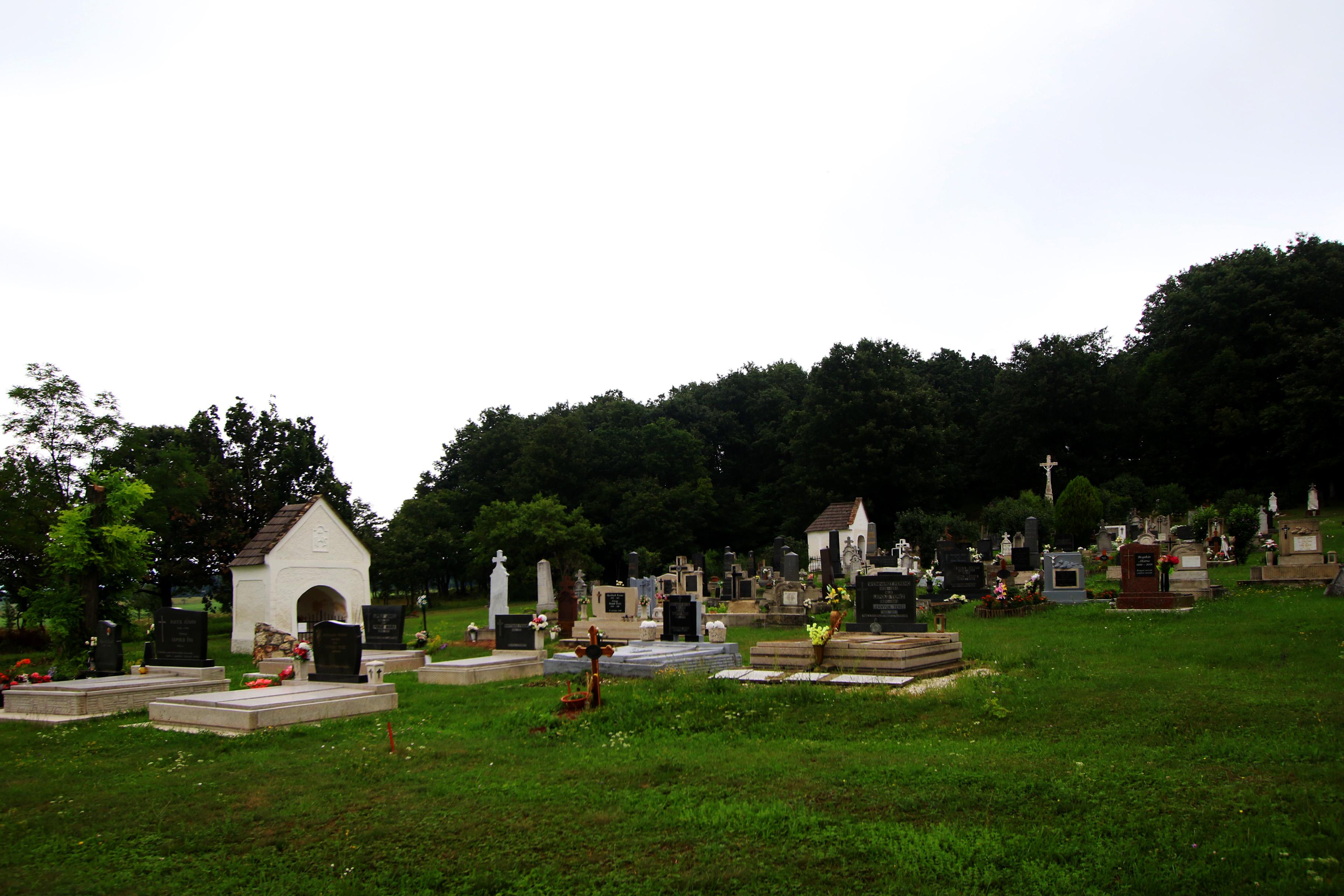 A barnagi kálvária, és a kálváriát körülölelő természet, temetővel